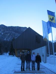 Mladi planinci pred Slovenskim planinskim muzejem