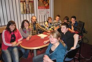 Lanski in letošnji zmagovalcii Mladina in gore z mentoricama na Radiu Ognjišče