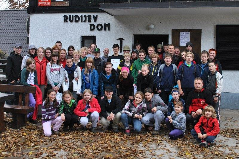 Na cilju 1. letošnjega POT-a: pred Rudijevim domom na Donački gori