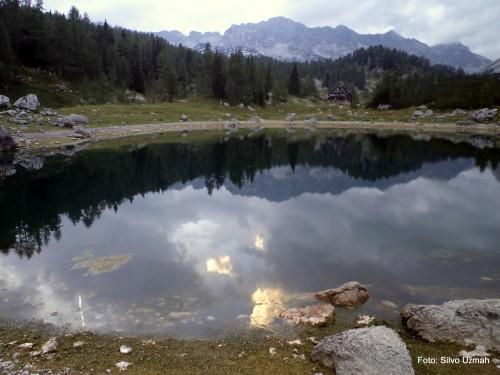 Koča pri dvojnem jezeru